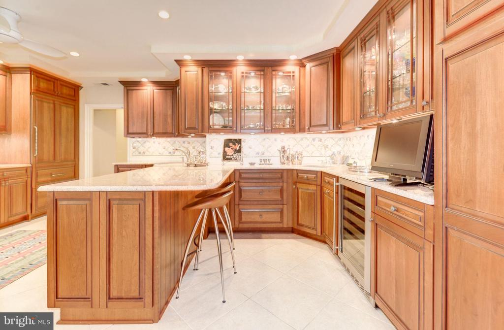 Large, renovated kitchen with butler's pantry - 2101 CONNECTICUT AVE NW #66, WASHINGTON