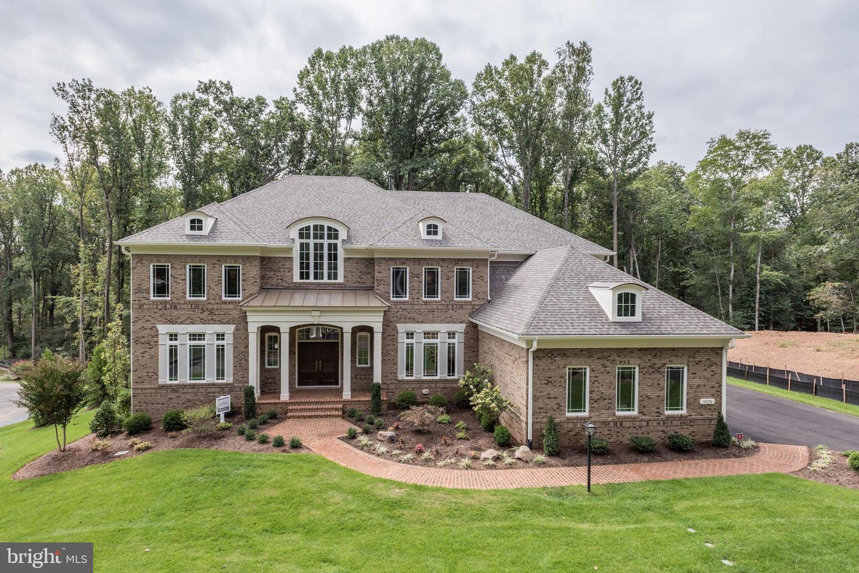 1128 CHALLEDON, GREAT FALLS, Virginia