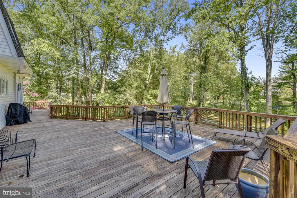 Very large deck with plenty of space to enjoy. - 9520 LEEMAY ST, VIENNA