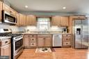 Enjoy cooking with views of your 6 acre oasis - 20772 GLEEDSVILLE RD GLEEDSVILLE RD, LEESBURG