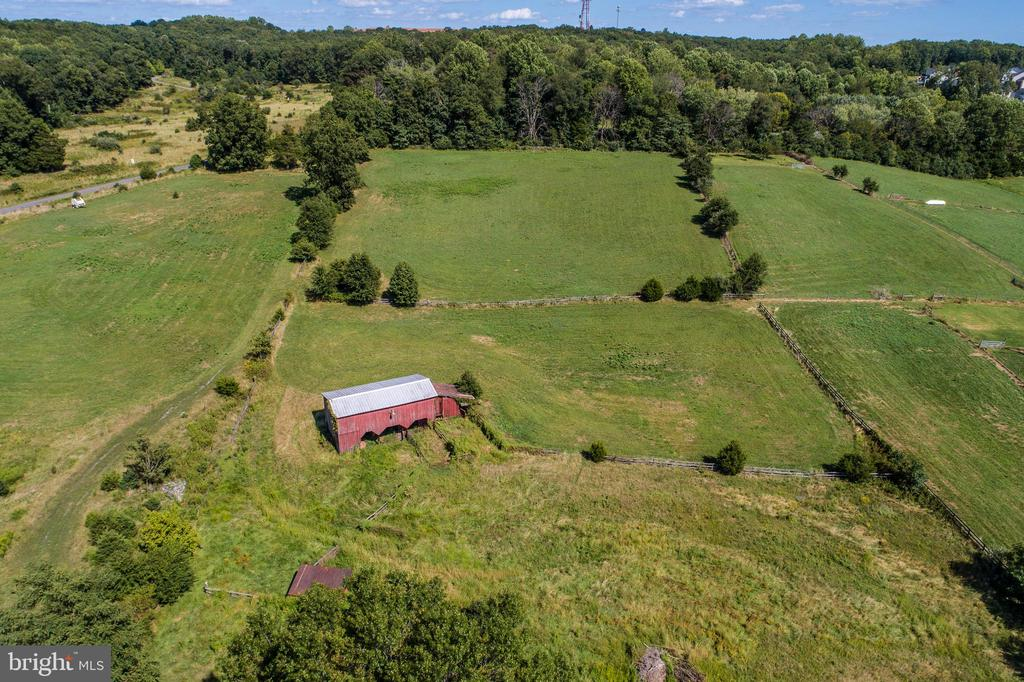 Barn creates lots of options - 20772 GLEEDSVILLE RD GLEEDSVILLE RD, LEESBURG
