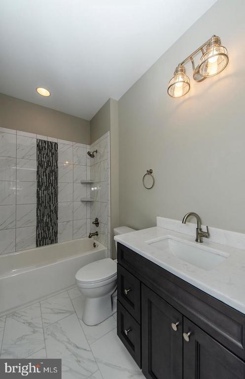 Full Bathroom - 7534 LISLE AVE, FALLS CHURCH