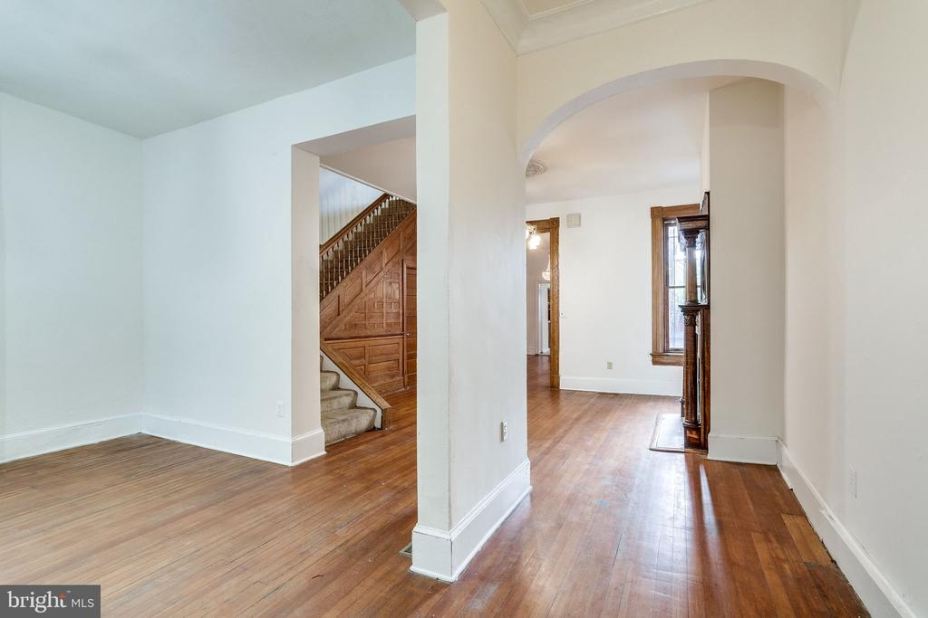 Foyer with Living Room to left - 1306 EUCLID ST NW, WASHINGTON