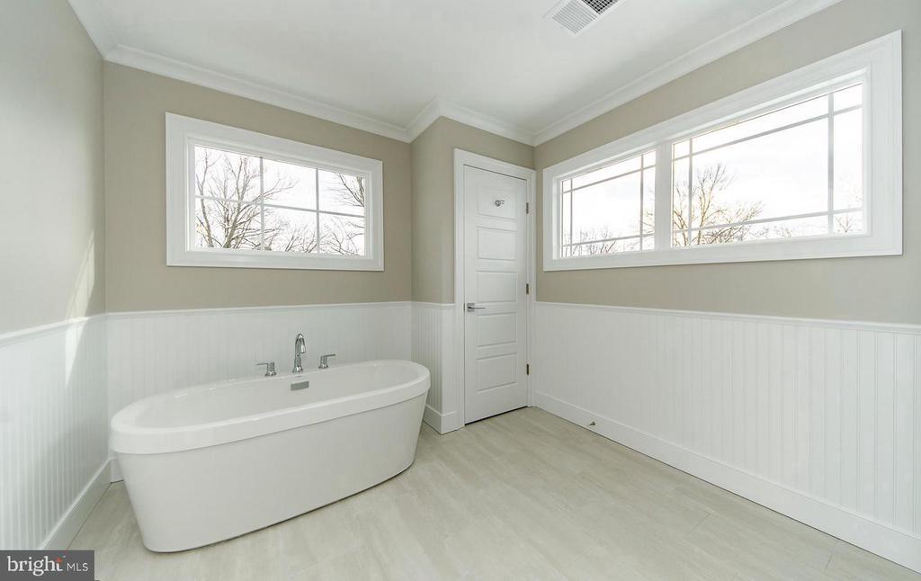 Sunlit Master Bathroom - 7534 LISLE AVE, FALLS CHURCH