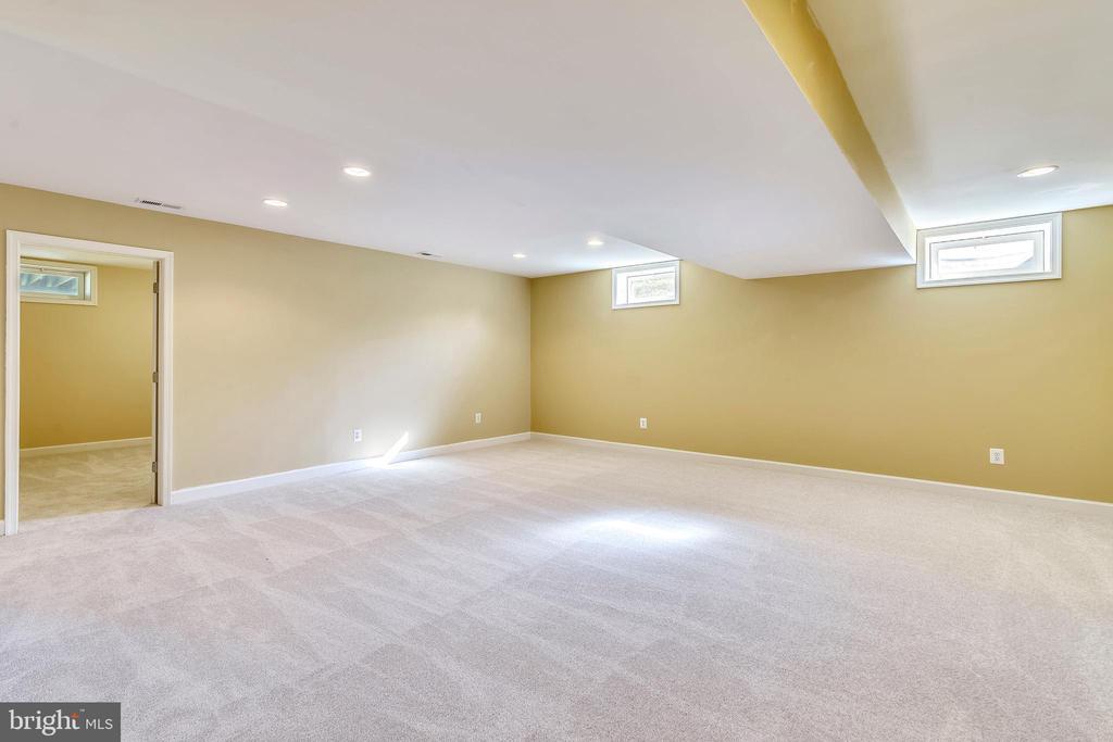Family room area - 39278 KARLINO CT, HAMILTON