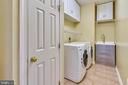 Laundry/mud room off Kitchen & Garage - w/i closet - 39278 KARLINO CT, HAMILTON