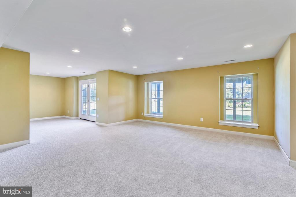This area comfortably holds a billiard table, - 39278 KARLINO CT, HAMILTON