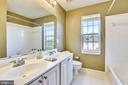 UL hall bath w/ double vanity & linen closet - 39278 KARLINO CT, HAMILTON