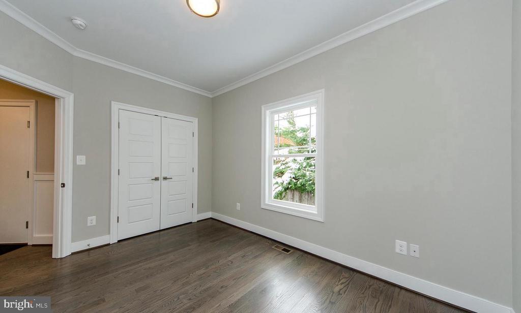 Main Level Bedroom / Study - 7534 LISLE AVE, FALLS CHURCH