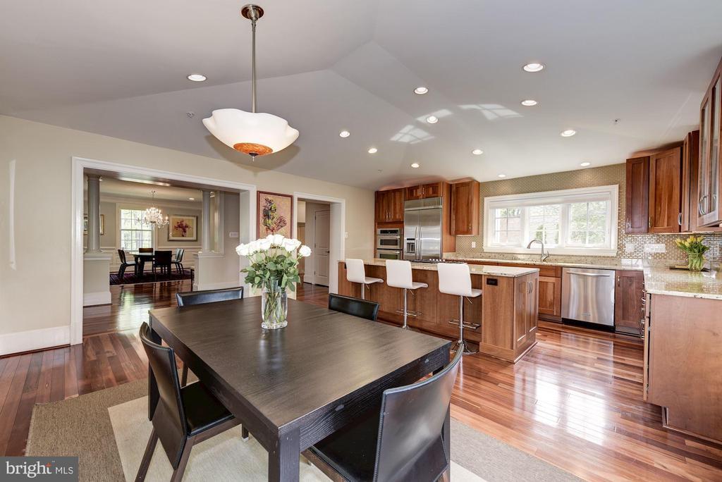 Country kitchen -designer touches! - 3 BULLARD CIR, ROCKVILLE