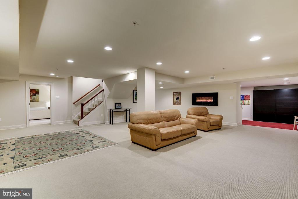 Fully finished spacious rec. room!! - 3 BULLARD CIR, ROCKVILLE