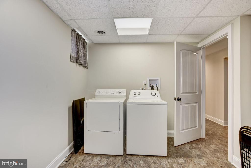 Basement washer/dryer room that's inviting - 20772 GLEEDSVILLE RD GLEEDSVILLE RD, LEESBURG