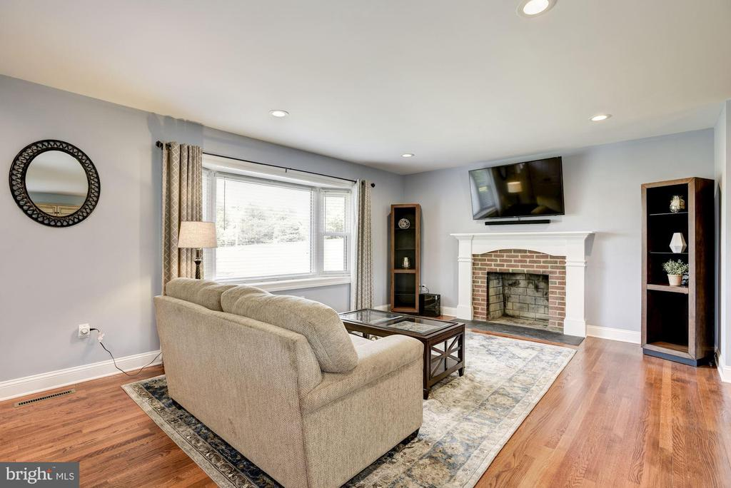 Cozy wood fireplace  but an easy gas convert - 20772 GLEEDSVILLE RD GLEEDSVILLE RD, LEESBURG