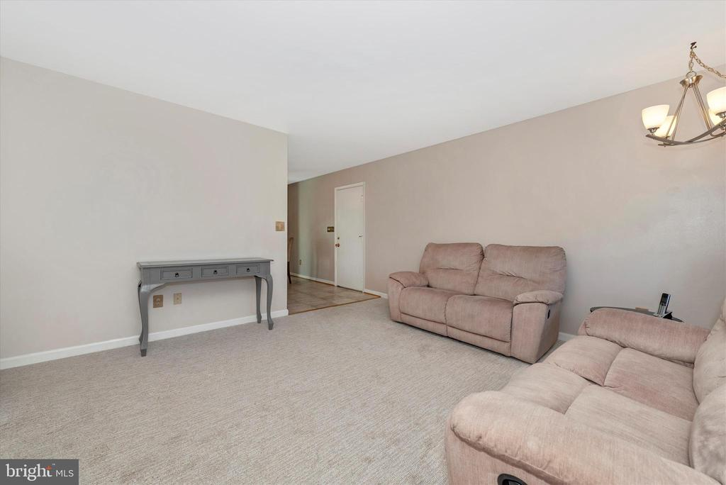 Living Room - 11902 MILLBROOKE CT, MONROVIA