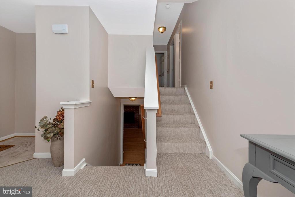 Staircase - 11902 MILLBROOKE CT, MONROVIA