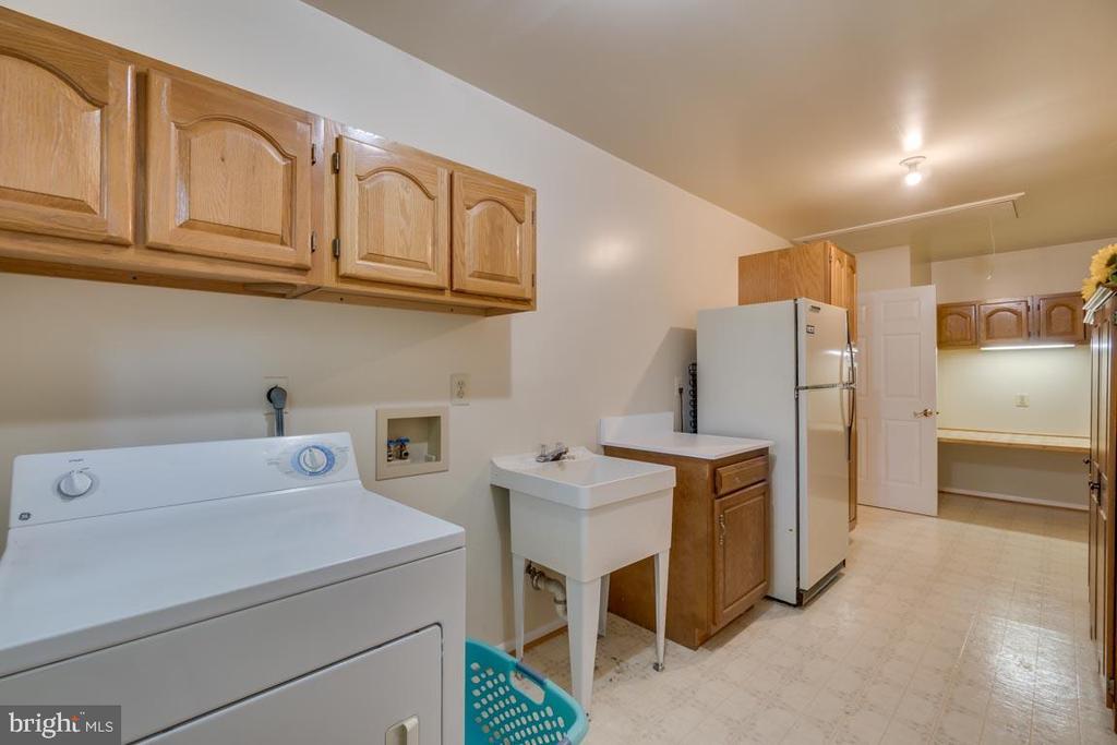 Large Laundry Room with work space - 103 BIRCHSIDE CIR, LOCUST GROVE