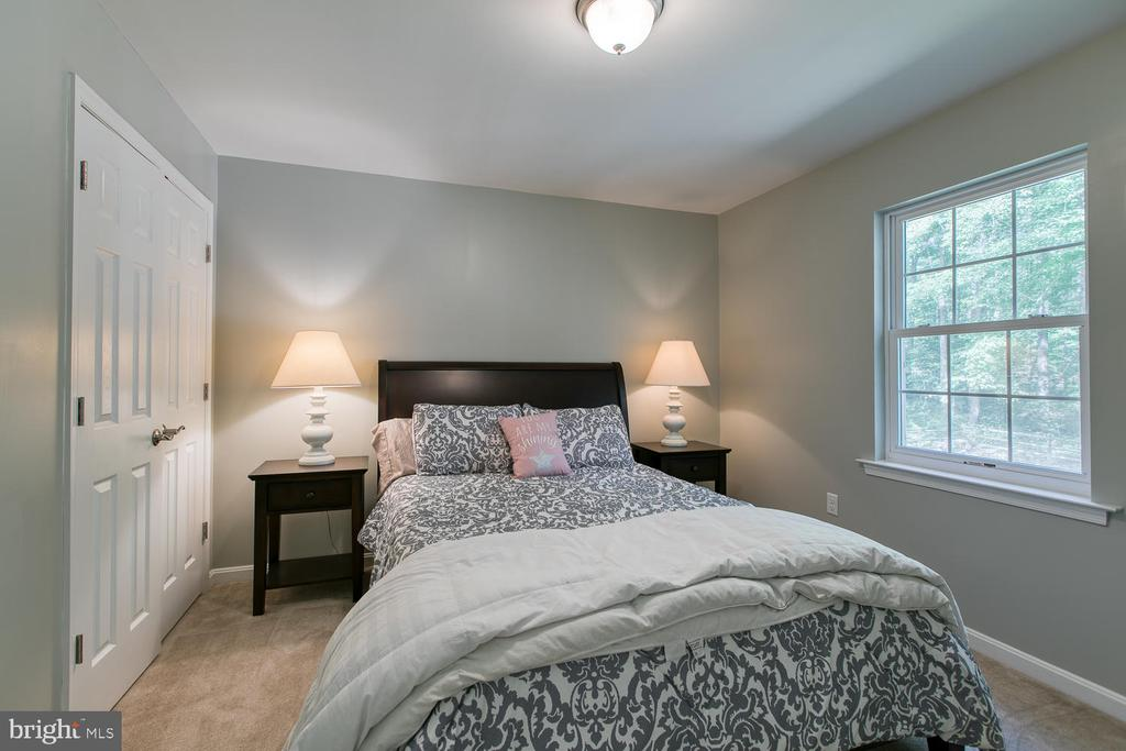 Main Floor Bedroom with en suite - 640 W ROCKY RUN RD, FREDERICKSBURG