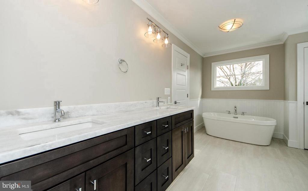 Dual Vanity Bathroom w/ Separate Soaking Tub - 7534 LISLE AVE, FALLS CHURCH