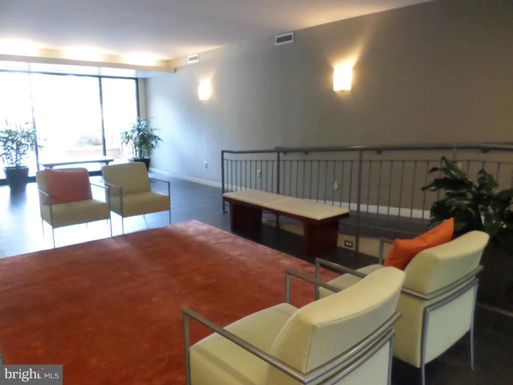 Sitting Area  in Lobby - 2939 VAN NESS ST NW #726, WASHINGTON
