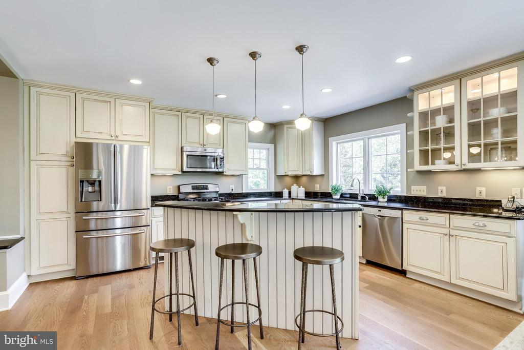 Kitchen boasts maple cabinetry and large island - 307 KENTUCKY AVE, ALEXANDRIA
