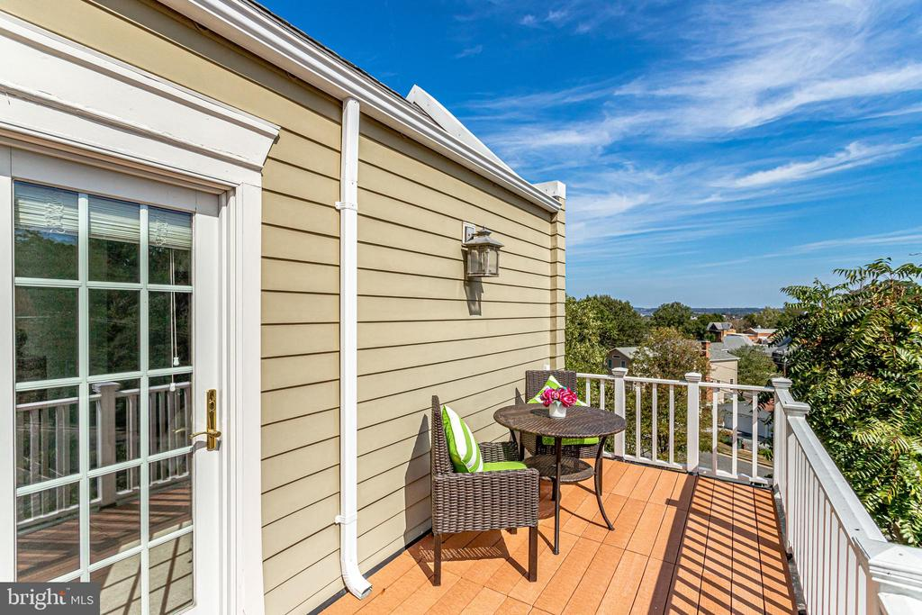 Master bedroom deck with river & firework views! - 307 KENTUCKY AVE, ALEXANDRIA