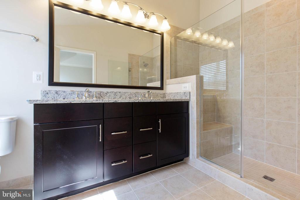 Beautiful master bath - 43005 ATOKA MANOR TER, ASHBURN