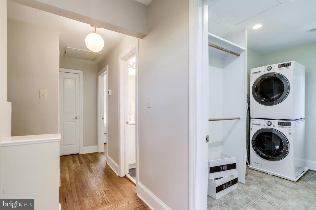 Dedicated laundry room upstairs - 307 KENTUCKY AVE, ALEXANDRIA