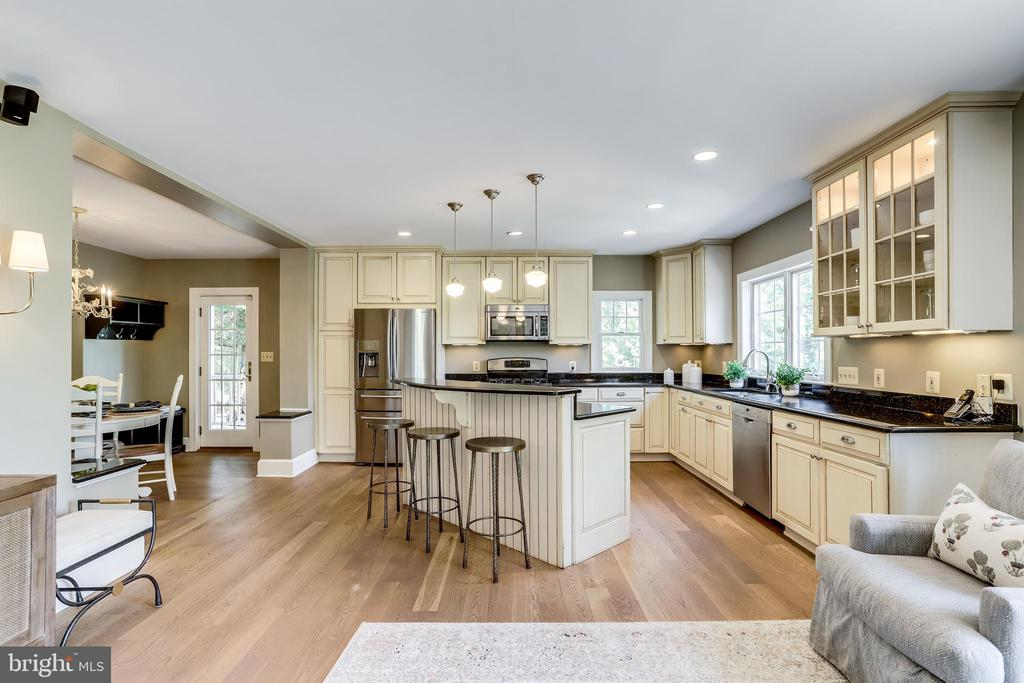Open concept kitchen & family room - 307 KENTUCKY AVE, ALEXANDRIA