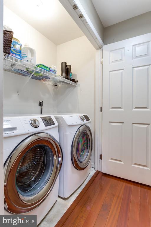 Full size laundry - 6626 CHARLES GREEN SQ, ALEXANDRIA