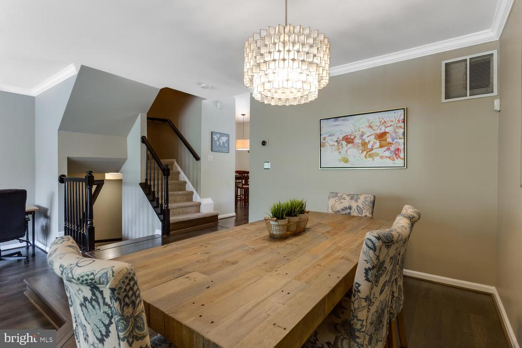Sophisticated Dining Room - 6626 CHARLES GREEN SQ, ALEXANDRIA