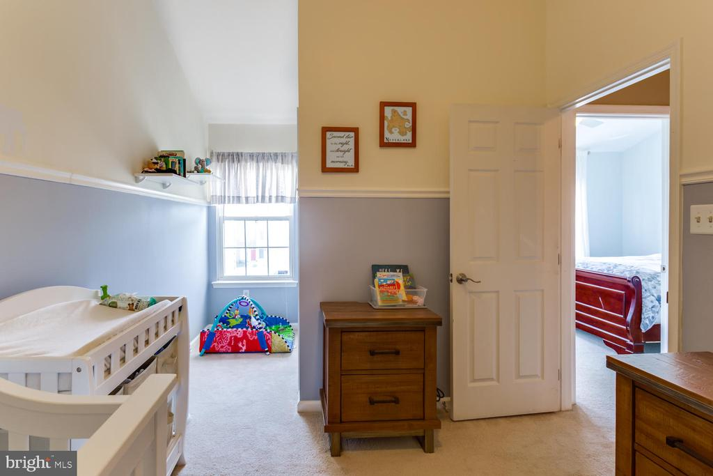 Children's Room with reading nook - 6626 CHARLES GREEN SQ, ALEXANDRIA