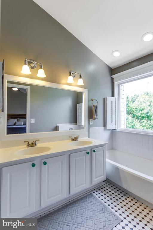 Master Bath with ceramic tile - 6626 CHARLES GREEN SQ, ALEXANDRIA