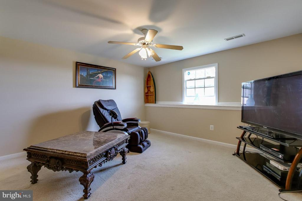 Lower Level Living Room - 131 SUNHIGH DR, THURMONT