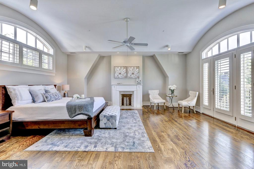 Master suite features vaulted ceiling. - 116 E MELROSE ST, CHEVY CHASE