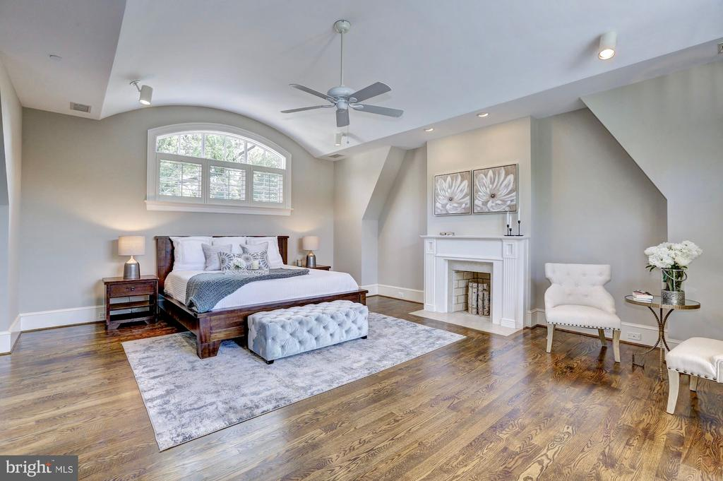 Enjoy a warm fire in the privacy of your room. - 116 E MELROSE ST, CHEVY CHASE
