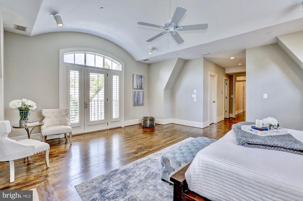 Space abounds in this master suite. - 116 E MELROSE ST, CHEVY CHASE