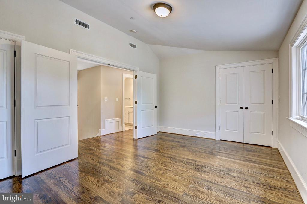 Bedroom #5 with vaulted ceiling. - 116 E MELROSE ST, CHEVY CHASE
