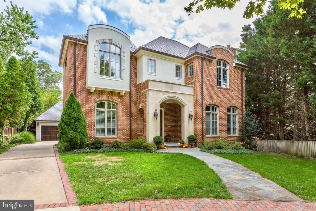 2006 Manor-style built to perfection. - 116 E MELROSE ST, CHEVY CHASE