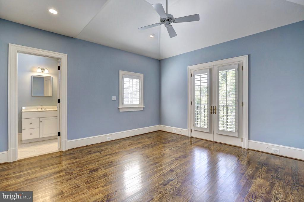 Bedroom #4 with en suite. - 116 E MELROSE ST, CHEVY CHASE