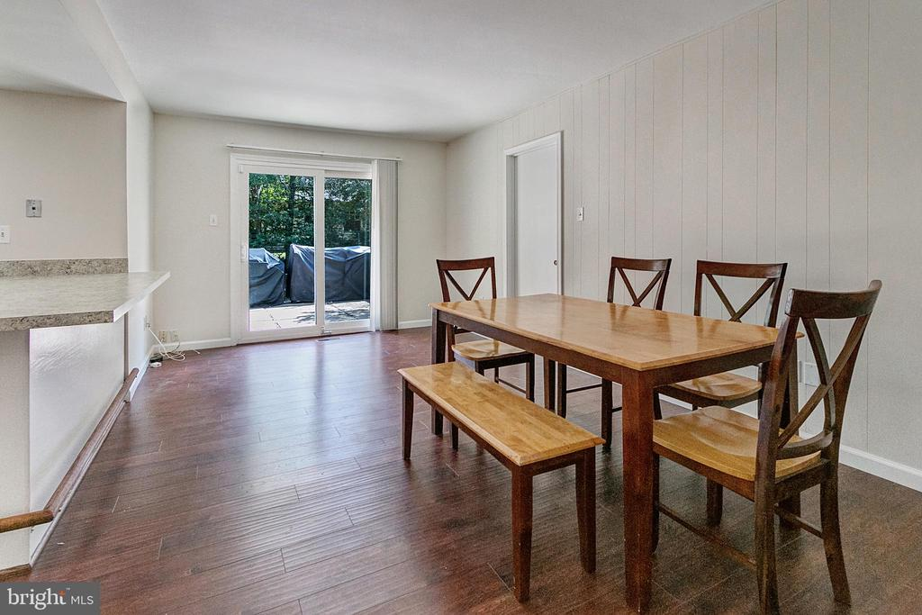 Table space  kitchen open to family room - 2808 VILLAGE LN, SILVER SPRING