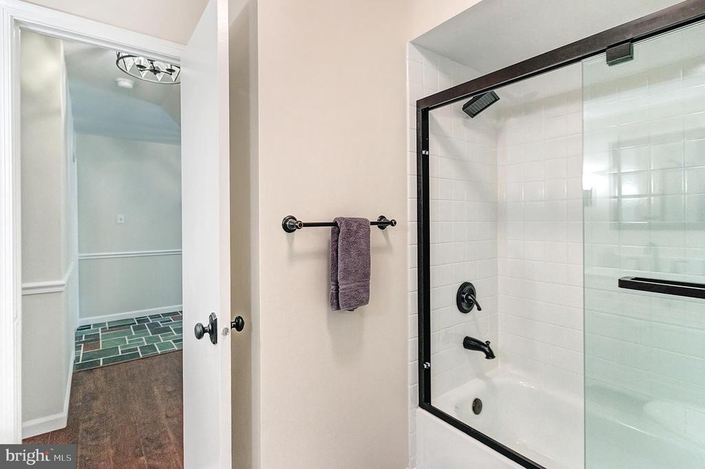 Renovated full bath with tub - 2808 VILLAGE LN, SILVER SPRING
