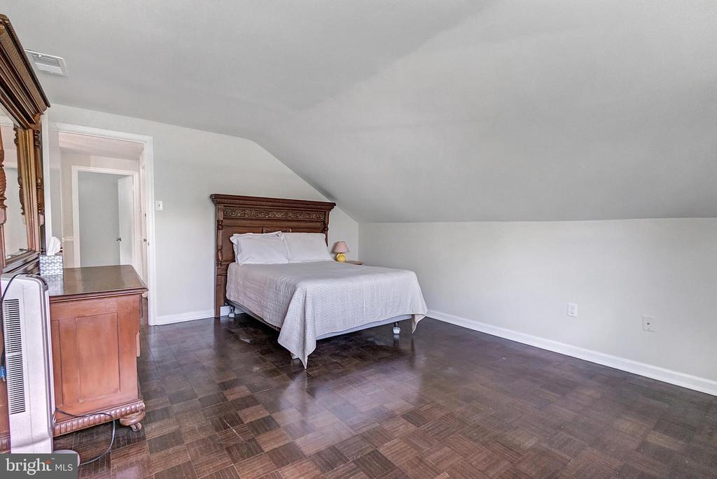 Fourth bedroom on upper level - 2808 VILLAGE LN, SILVER SPRING