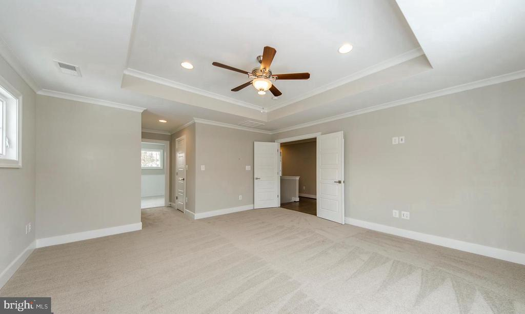 Large Master Bedroom w/ Two Walk-in Closets - 7534 LISLE AVE, FALLS CHURCH