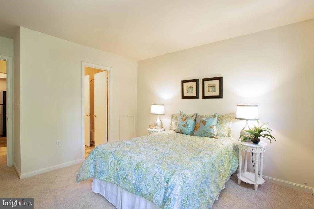2nd bedroom - 8203 WHISPERING OAKS WAY #202, GAITHERSBURG