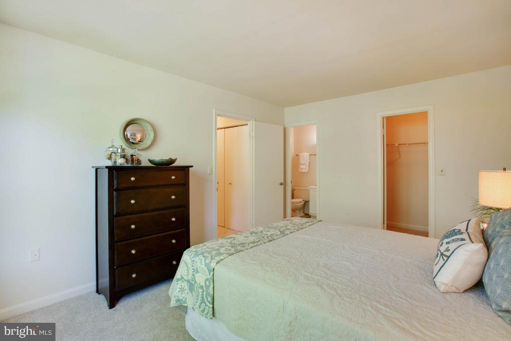 Owners Suite - 8203 WHISPERING OAKS WAY #202, GAITHERSBURG