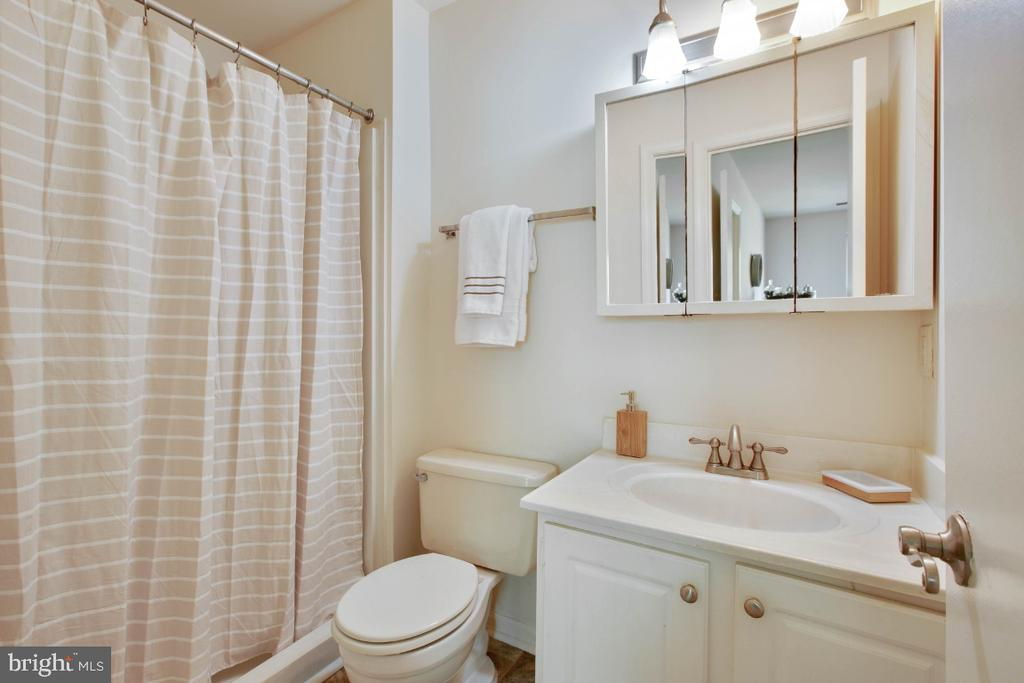 Owners Suite Full Bath - 8203 WHISPERING OAKS WAY #202, GAITHERSBURG