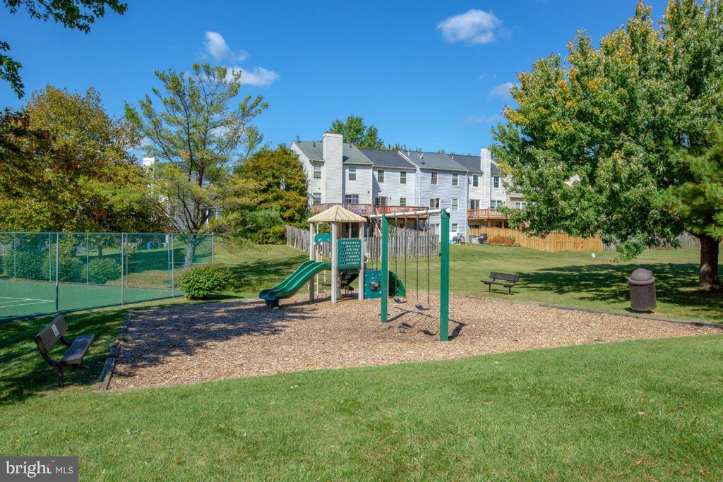 Tennis courts and tot lot - 8203 WHISPERING OAKS WAY #202, GAITHERSBURG