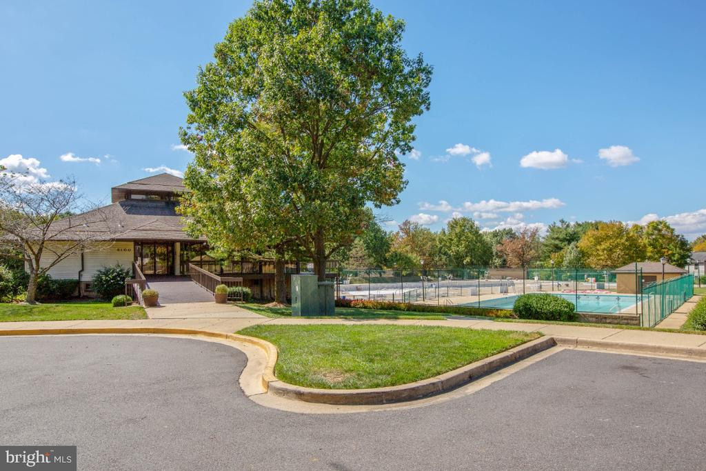 Clubhouse and pool - 8203 WHISPERING OAKS WAY #202, GAITHERSBURG
