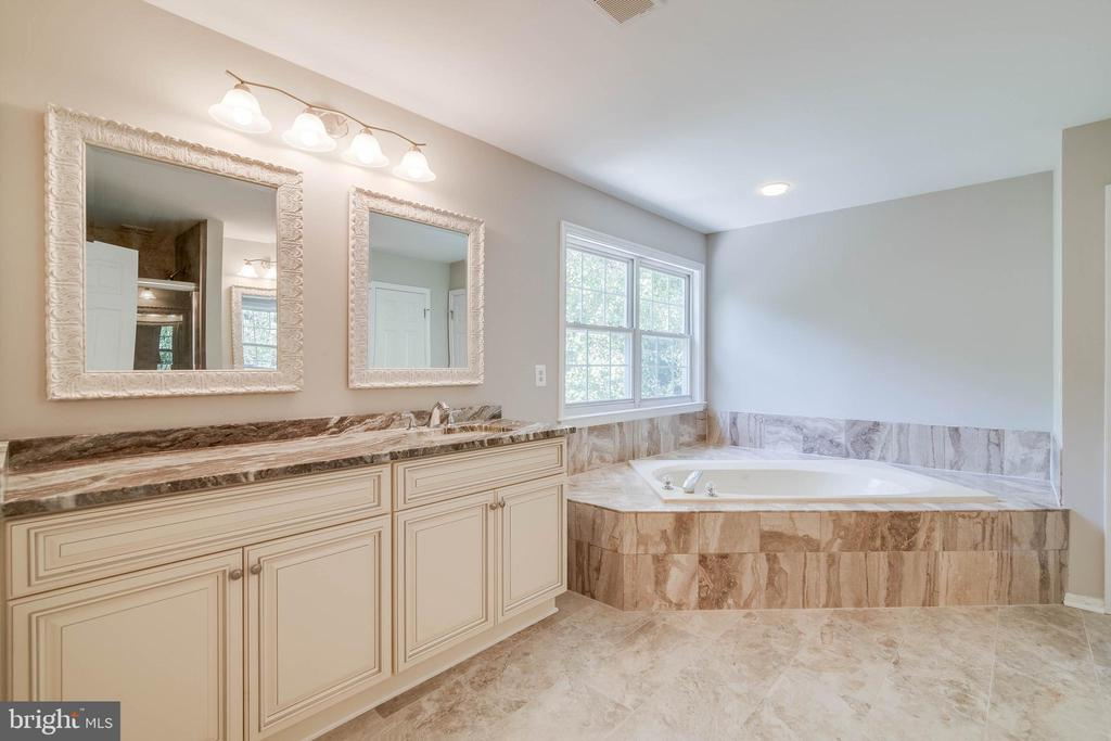 Completely remodeled master bathroom - 6541 JEROME CT, MANASSAS