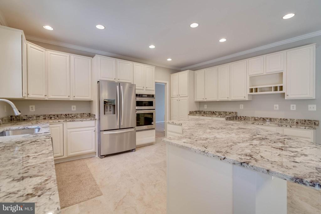 Completely remodeled kitchen - 6541 JEROME CT, MANASSAS